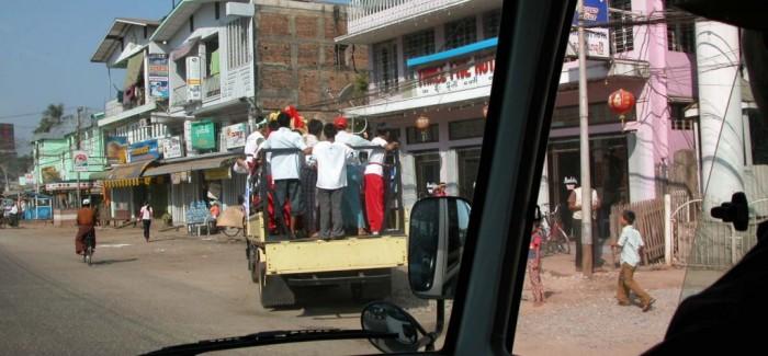 Что ездит по дорогам Бирмы